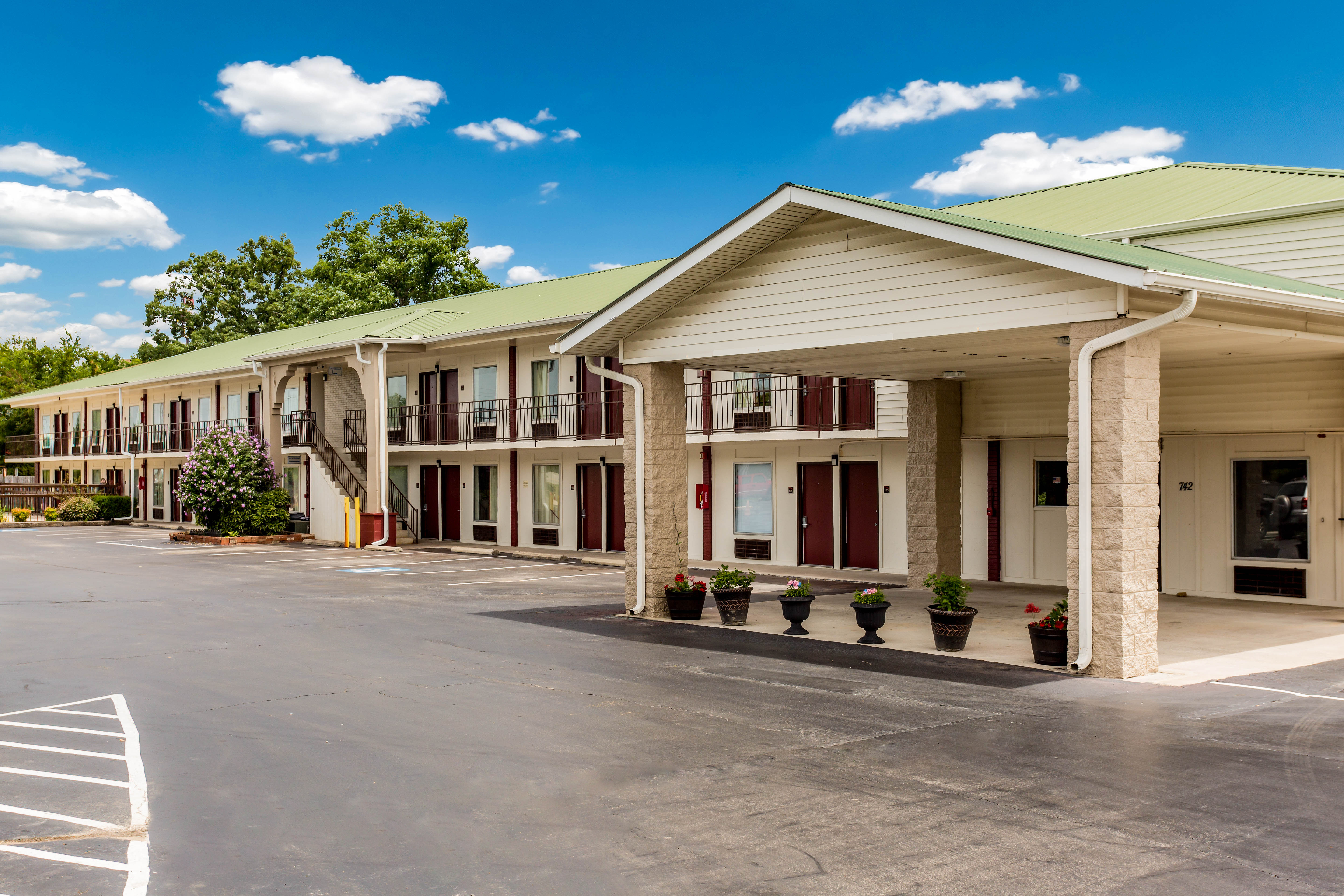 Image 5 | Red Roof Inn Monteagle