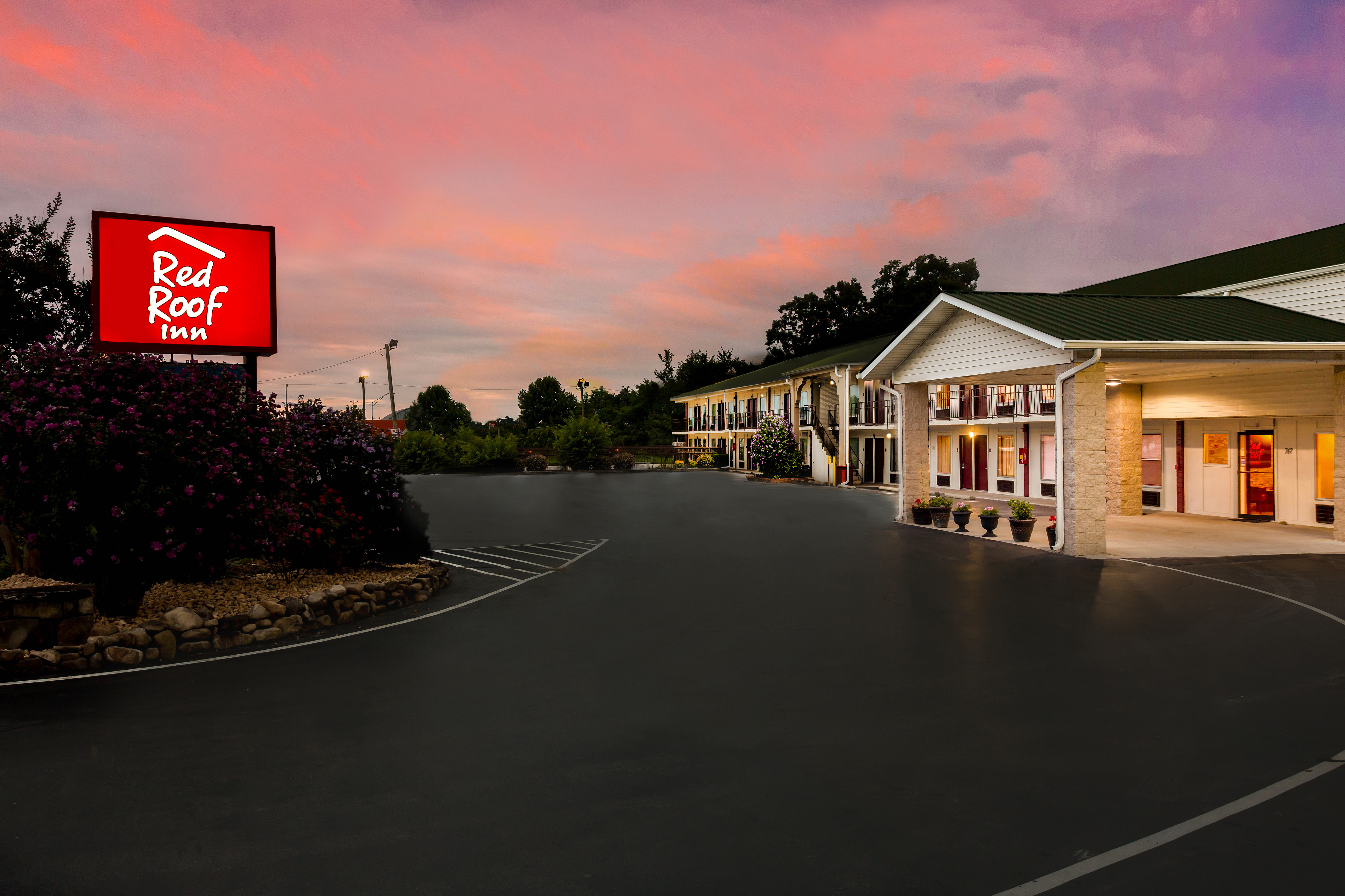 Image 8 | Red Roof Inn Monteagle