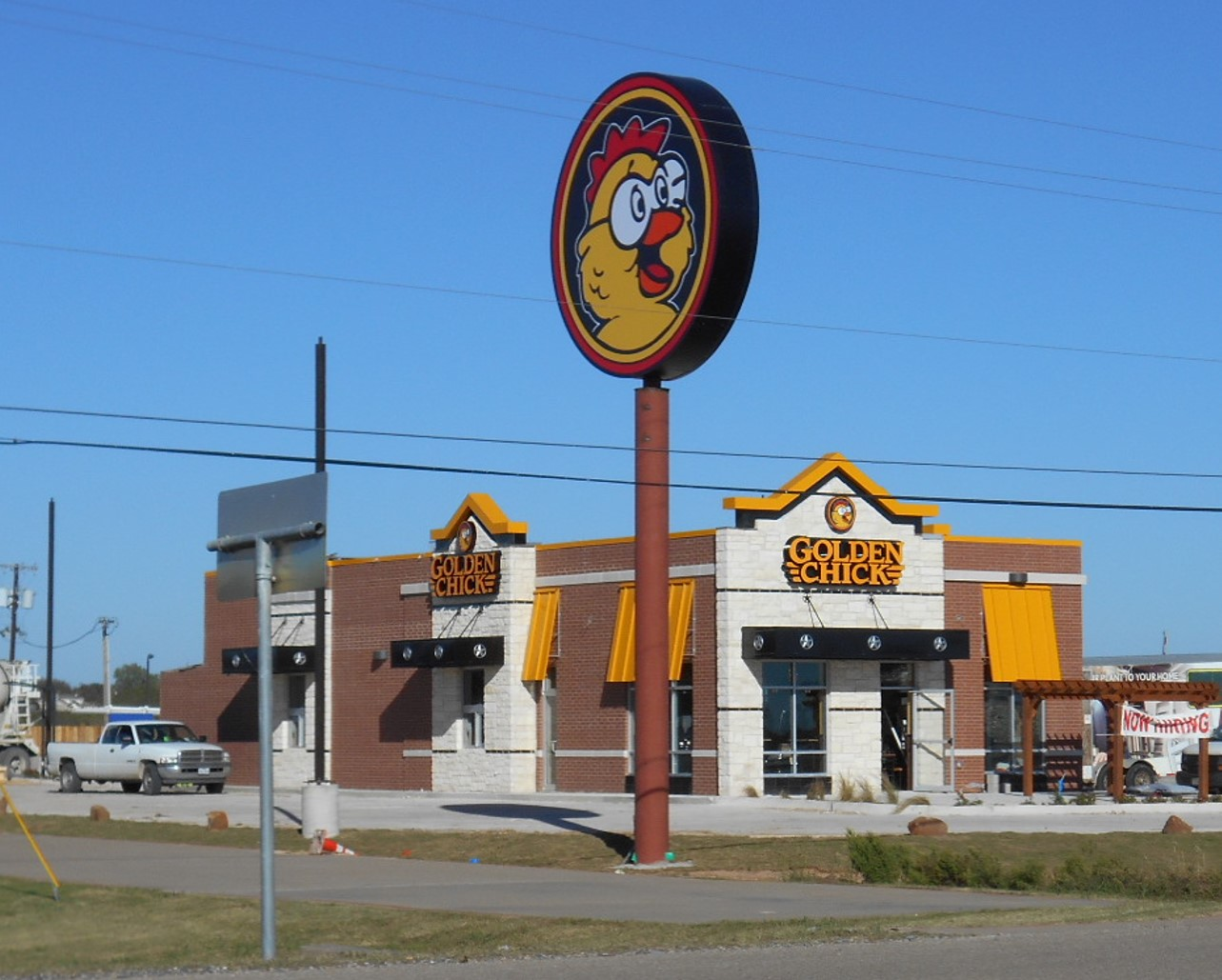 Golden Chick storefront.  Your local Golden Chick fast food restaurant in Bellmead, Texas