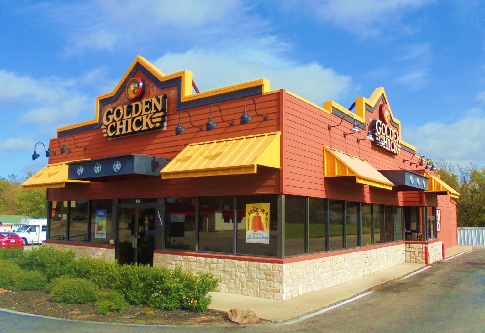 Golden Chick storefront.  Your local Golden Chick fast food restaurant in Bowie, Texas